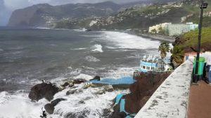 waves at doca do cavacas