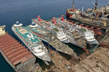 Cruise ships await scrapping in Turket