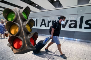 Traffic lights superimposed on airport arrivals