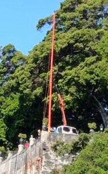 Flagpole being erecrted at Qta Vigia