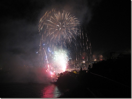 madeira news blog 1001 becky 2010 funchal fireworks from Rua do Lazareto 1