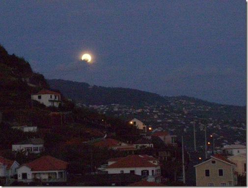 madeira news blog 1003 elaine E full moon over ribeira brava monday 29 March 2010