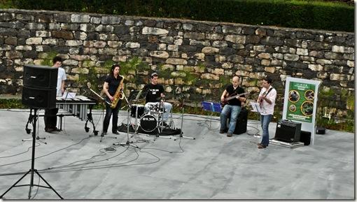 madeira news blog 1005 pete Children and musicians enjoying celebrating the 50 years of botanical gardens 1