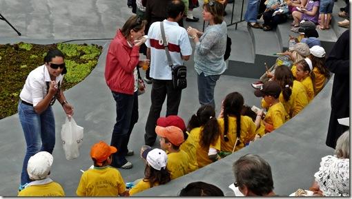 madeira news blog 1005 pete Children and musicians enjoying celebrating the 50 years of botanical gardens 2