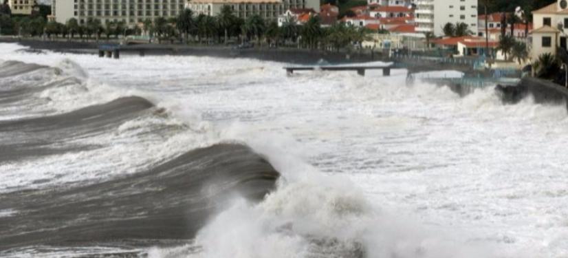 strong sea swells
