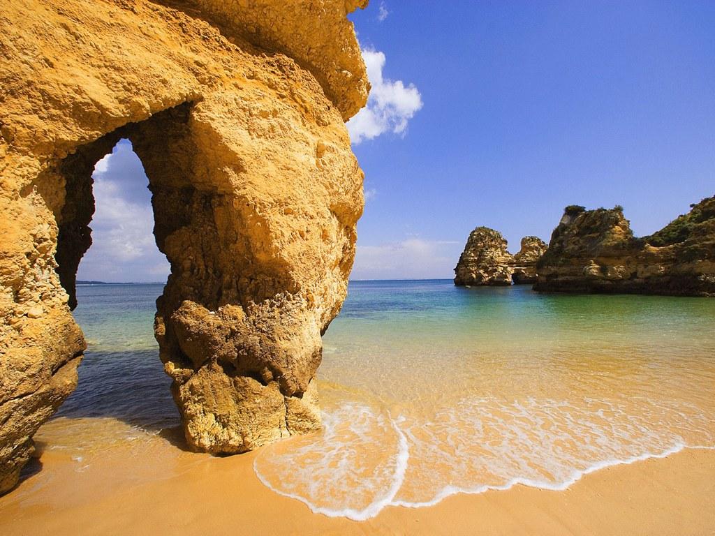 More Portuguese now visit the Algarve