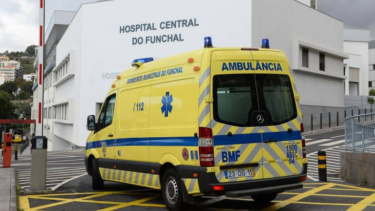 Ambulance taking accident victims to hospital in Funchal